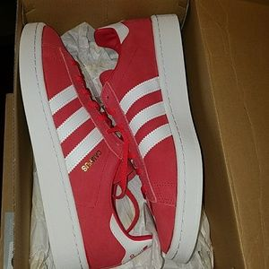 New Adidas campus sneakers size 9 dark pink/red